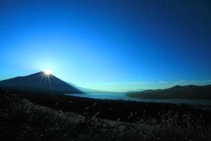 ダイヤモンド富士の写真素材 [FYI00055370]