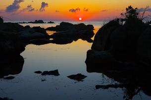 能登島 日の出の写真素材 [FYI00056157]