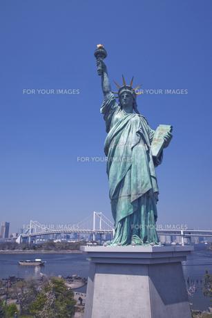 お台場の自由の女神の写真素材 [FYI00056338]