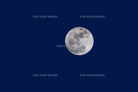 満月の夜の写真素材 [FYI00056368]