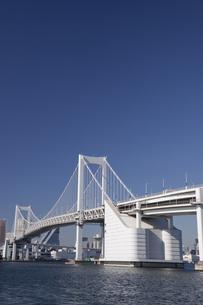 青空とレインボーブリッジの写真素材 [FYI00056384]