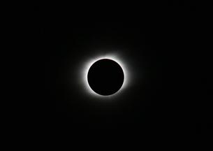 太陽のコロナ 皆既日食 プロミネンスの写真素材 [FYI00057056]