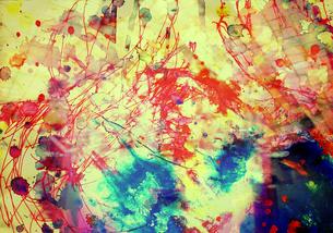 赤と青のにじみの写真素材 [FYI00057123]