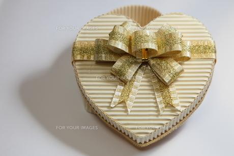 ハート プレゼントの写真素材 [FYI00057180]