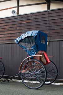 飛騨高山の人力車の写真素材 [FYI00057208]