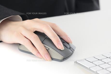 オフィス マウス操作の写真素材 [FYI00057283]