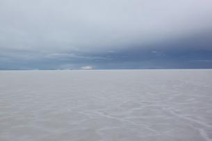 ウユニ塩湖の写真素材 [FYI00057328]