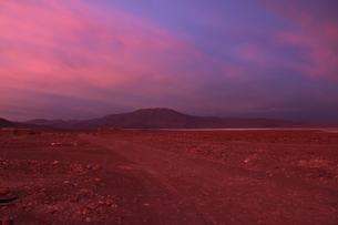 ウユニの夕日の写真素材 [FYI00057347]