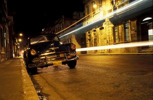 キューバ オールドカーの素材 [FYI00057462]