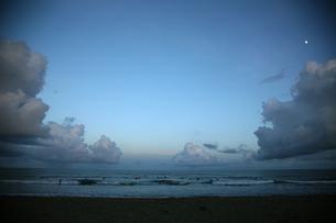 夕暮れの海の素材 [FYI00057503]