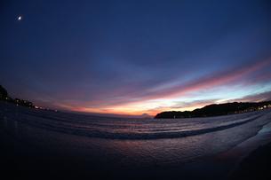 夕暮れ海岸の素材 [FYI00057516]