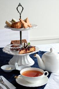紅茶とお菓子の写真素材 [FYI00057612]