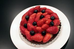 イチゴタルトケーキの写真素材 [FYI00057618]