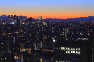 文京区から見た薄明夜景の写真素材 [FYI00057967]