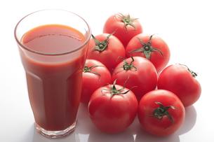 トマトとトマトジュースの写真素材 [FYI00057994]