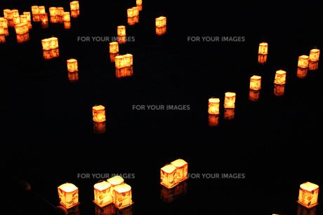 灯篭流しの写真素材 [FYI00058170]