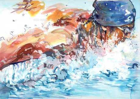 水しぶきを上げて力泳するバタフライの選手の写真素材 [FYI00058232]