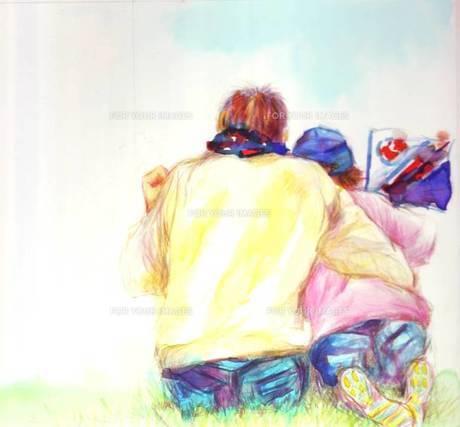 チームの旗を持ち仲良く応援する親子の素材 [FYI00058239]