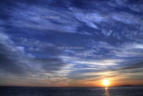 海から昇る朝日(日の出)の写真素材 [FYI00058441]