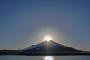 ダイヤモンド富士の写真素材 [FYI00058459]