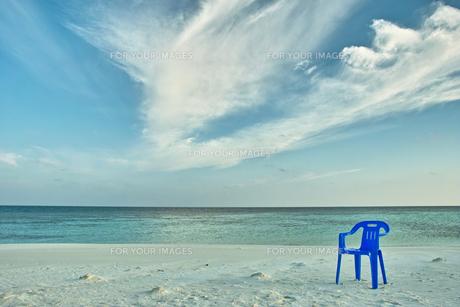 砂浜のビーチチェアの写真素材 [FYI00058856]