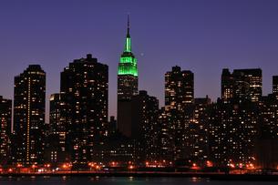ニューヨーク 夜景の写真素材 [FYI00059593]
