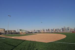 マンハッタンが見えるボールパークの写真素材 [FYI00059615]