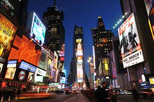 タイムズスクエア 夜景の写真素材 [FYI00059619]