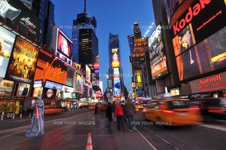 タイムズスクエアの黄昏の写真素材 [FYI00059628]