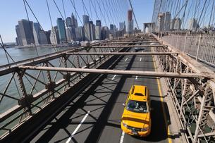 ブルックリンブリッジとロワー マンハッタンの写真素材 [FYI00059644]