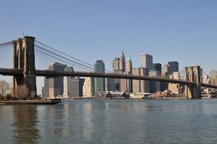 ブルックリンブリッジとロワー マンハッタンの写真素材 [FYI00059647]