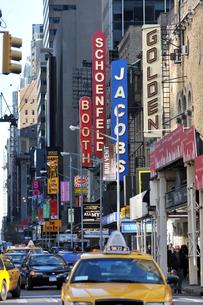ニューヨーク、タイムズスクエアの劇場街の写真素材 [FYI00059679]