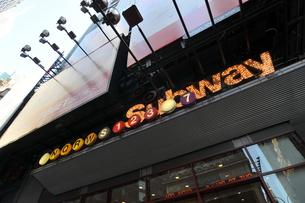 タイムズスクエア、42nd Street Stationの写真素材 [FYI00059688]