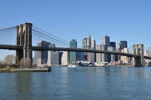 ブルックリンブリッジとロワー マンハッタンの写真素材 [FYI00059693]