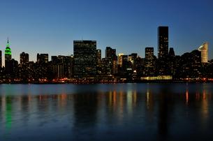 ニューヨーク、ミッドタウンイーストの夜景の写真素材 [FYI00059714]