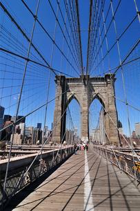 ブルックリンブリッジとマンハッタンの写真素材 [FYI00059720]