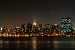 ニューヨーク、マンハッタンの夜景の写真素材 [FYI00059725]