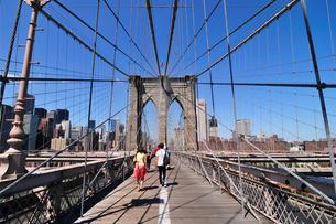 ブルックリンブリッジとマンハッタンの写真素材 [FYI00059753]