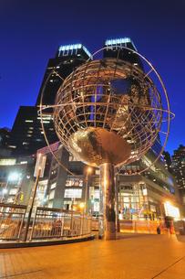 ニューヨーク、夜のコロンバスサークルの写真素材 [FYI00059772]