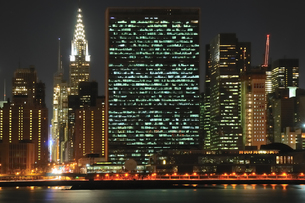 ミッドタウンマンハッタンの夜景の写真素材 [FYI00059775]