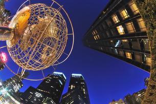 ニューヨーク、夜のコロンバスサークルの写真素材 [FYI00059785]