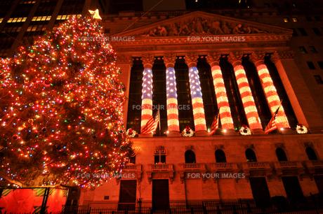クリスマスのNYSE、ニューヨーク証券取引所の写真素材 [FYI00059866]