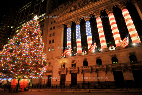 クリスマスのNYSE、ニューヨーク証券取引所の写真素材 [FYI00059877]