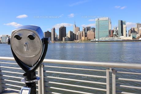 ニューヨーク スカイライン 望遠鏡の写真素材 [FYI00059960]