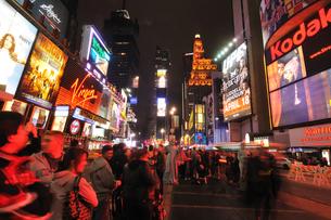 ニューヨーク タイムズスクエア 夜景の写真素材 [FYI00060172]