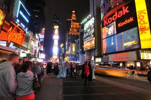 ニューヨーク タイムズスクエア 夜景の写真素材 [FYI00060173]