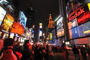 ニューヨーク タイムズスクエア 夜景の写真素材 [FYI00060178]