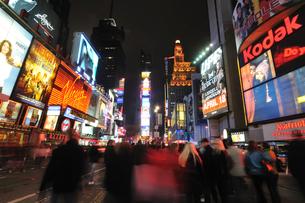 ニューヨーク タイムズスクエア 夜景の写真素材 [FYI00060182]