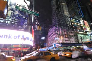 ニューヨーク タイムズスクエア 夜景の写真素材 [FYI00060184]