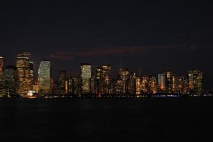 ワールドファイナンシャルセンターの夜景の写真素材 [FYI00060296]